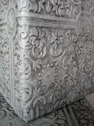 faux-tin-ceiling-wallpaper