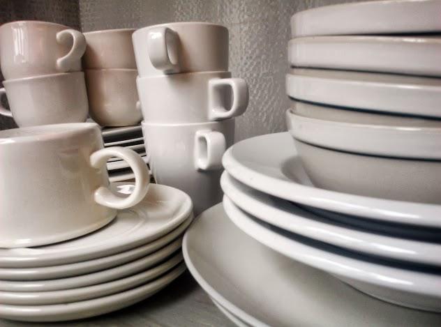 Mix-and-matched-dish-set-stowandtellu.com