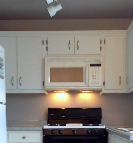 Modified cabinet for undermount microwave