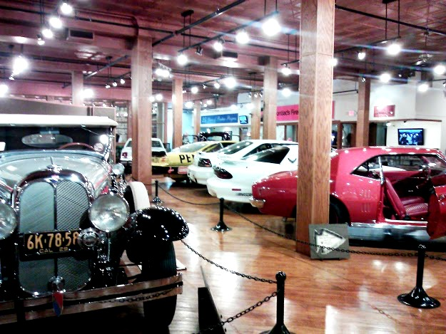 Pontiac Museum-Route 66-showroom