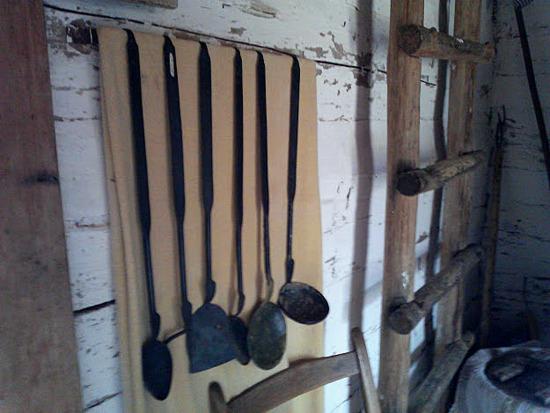 1800-era-kitchen utensils