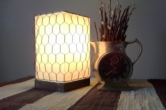 how-to-make-a-chicken-wire-wrapped-lamp-shade