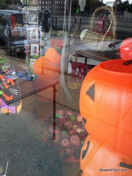 Thrift-Store-halloween-decor